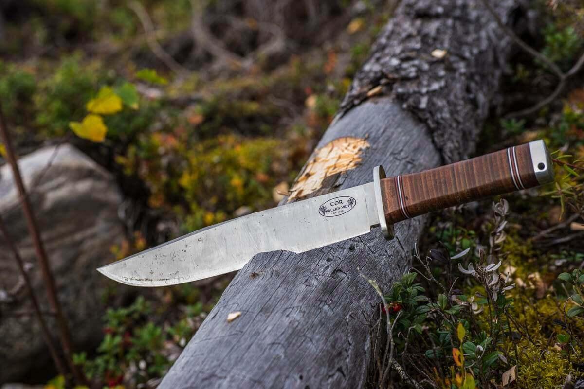 Fällkniven NL1 med knivblad av VG10-stål.