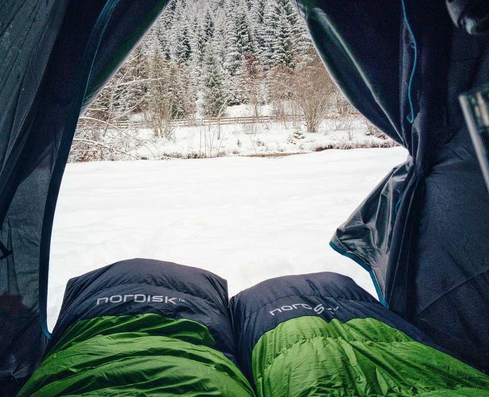 Vintersovsäck Nordisk i tält på vintern